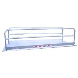 Passerelle véhicule en aluminium avec garde corps